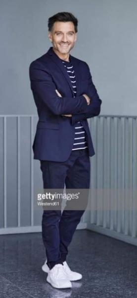 """Москва! Срочно! Докастинг по фото (только актуальные фото)! Для рекламной фотосессии нам нужен актер или модель. Бизнесмен. Мужчина (35-45 лет, симпатичный, без бороды, не """"хипстер"""", стройный, волосы русые или темные)."""