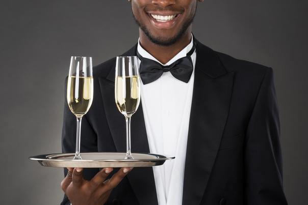 Мы ищем ТЕМНОКОЖЕГО ЮНОШУ для работы в качестве официанта (готовы рассмотреть так же мулатов).